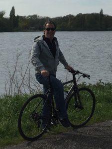 Ronald Gravemaker op fiets